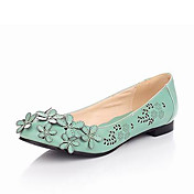 Leatherette Low Heel Closed Toe Shoes With Flower (More Colors)