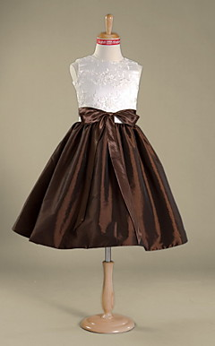 A-line Jewel Knee-length Taffeta Lace Junior Bridesmaid Dress