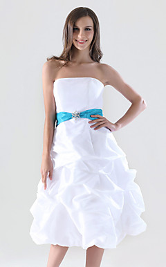 A-line Strapless Knee-length Taffeta Pick-up Bridesmaid/Homecoming Dress
