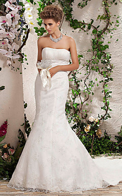 Trumpet/Mermaid Strapless Chapel Train Lace Wedding Dress