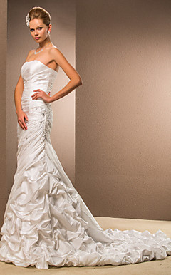 Trumpet / Mermaid Strapless Court Train Taffeta Wedding Dress